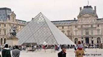 Pirâmide do Louvre, de 1989, também provocou polêmica