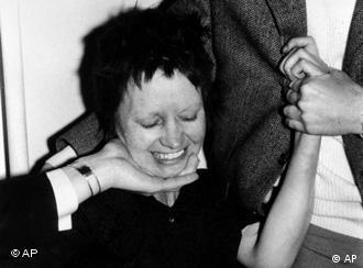 Ulrike Meinhof após prisão em Hannover, em 16 de junho de 1972