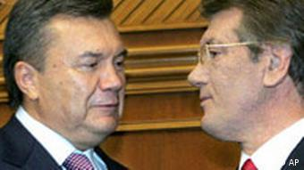 Viktor Yushchenko, right, talks to Viktor Yanukovych