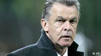 Bayern Munich's coach Ottmar Hitzfeld reacts during the Champions League quarter-final first leg soccer match between AC Milan and Bayern Munich at the San Siro stadium in Milan, Italy, Tuesday, April 3, 2007. (AP Photo/Luca Bruno)