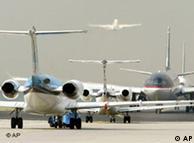Las aerolíneas y los aeropuertos toman sus medidas de seguridad.