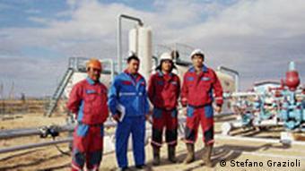 Ölarbeiter - sie fördern das schwarze Gold
