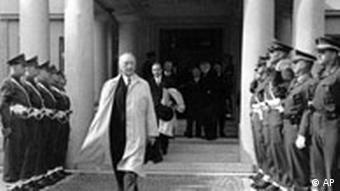 Konrad Adenauer nach Unterzeichnung des Besatzungsstatus