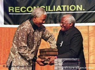 Mandela und Tutu (Quelle: dpa)