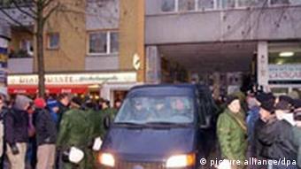 Polizei durchsucht Mehring-Hof in Kreuzberg