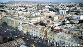 Blick über die Häuser von Asmara vom Turm der Kathedrale aus gesehen, Quelle: dpa