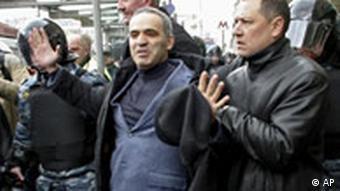 Demo in Moskau - Kasparow wird abgeführt