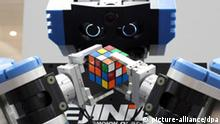 Hannover Messe 2007 - Roboter mit Rubik Cube