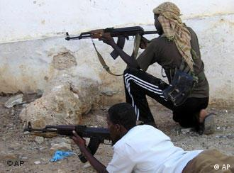 Hawiye clan soldiers are fighting against Somalia's interim government