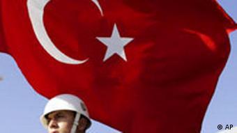 Türkei Soldat mit Flagge