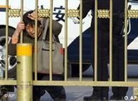 عده بیشماری  زندانی سیاسی هستند که تنها