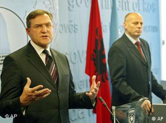 Germany's Defense Minister Franz Josef Jung stands next to Kosovo Prime Minister Agim Ceku