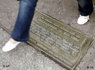A plaque on Rosenthaler Strasse in Berlin leads the way to the Blindenwerkstatt museum