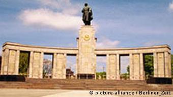 Σοβιετικό μνημείο στην οδό 17η Ιουνίου
