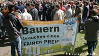 Protest von Milchbauern aus Niedersachsen gegen zu niedriges Preisniveau