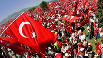 Turkish protestors waving the Turkish flag