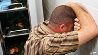 Palästinenser mit Opfern der neusten Unruhen, Foto: AP