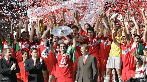 Igrači Stuttgarta slave osvajanje titule prvaka Njemačke u sezoni 2006./2007.