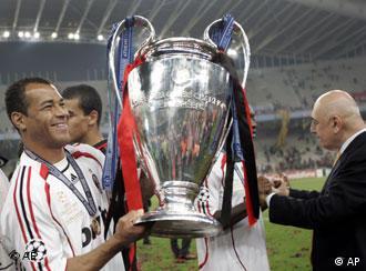 Cafu von AC Mailand freut sich über den Sieg