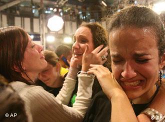 Weinenden Mitarbeiter von RCTV nach der Einstellung des Sendebetriebs, Quelle: AP