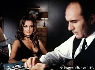 رومی اشنایدر در کنار میشل پیکولی بازیگر معروف فرانسوی