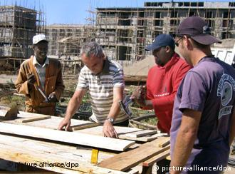 A German expert helps Ethiopian builders