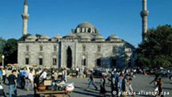Bild von der Bayazit Moschee in Istanbul (Foto: dpa)