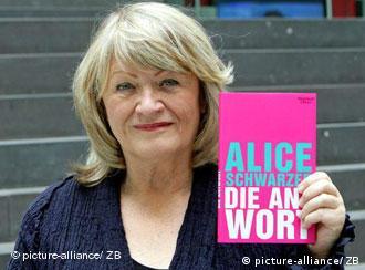 La prominente feminista alemana, Alice Schwarzer, exhorta a las mujeres a atreverse a exigir.