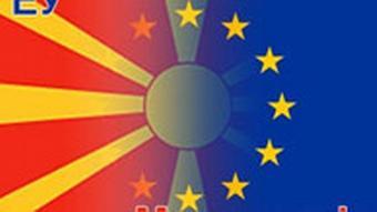 Flagge Mazedoniens und der EU (Foto: DW)