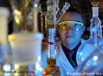 Forscher im Labor (Foto: picture-alliance/dpa)