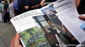BdT Deutschland Berlin Warten auf Ausstellung Die Schönsten Franzosen Neue Nationalgalerie