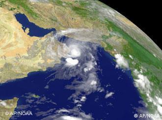 Тайфун над Персидским заливом (июнь 2007 года, спутниковая съемка)
