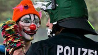 Deutschland G8 Protest Demonstrant Polizei Clown
