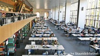 Blick in den Lesesaal der Bayerischen Staatsbibliothek mit 550 Arbeitsplätzen, Quelle: Bayerische Staatsbibliothek