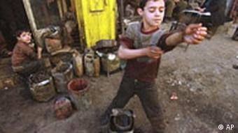 Kinder arbeiten im Irak (Foto:AP)