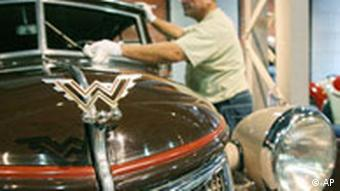An museum employee cleans a Wanderer W 23 Cabrio from 1940