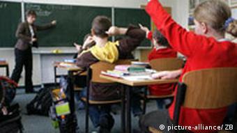 Deutschland Lehrer Klassenzimmer Deutschunterricht in Grundschule