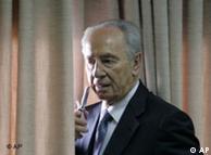 شیمون پرز، رئیس جمهوری اسرائیل، چندی پیش از ترجیح فشارهای دیپلماتیک بر حملهی نظامی فوری به ایران سخن رانده بود