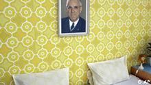 Ein Bild des frueheren DDR-Ministerpraesidenten Willy Stoph haengt in einem Hotelzimmer des Ostel, dem DDR-Hostel, am Donnerstag, 14. Juni 2007 im Wriezener Karree in Berlin. Das Hostel ist komplett dekoriert im DDR-Stil. (AP Photo/Fritz Reiss) - - - A picture showing former East German Premier Willy Stoph hangs at the wall of a hotel room in the Ostel, the DDR hostel, in the German capital Berlin on Thursday, June 14, 2007. The hotel is completely decorated in the style of former East German communist State DDR. (AP Photo/Fritz Reiss)