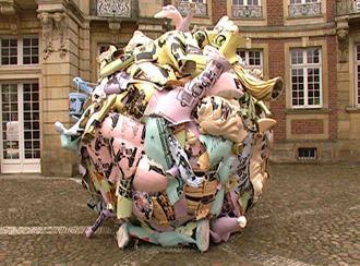 Одна із скульптур виставки