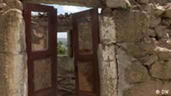 Terra Incognita, Versteckte Juden von Belmonte in Portugal, Kreuz an den Türen der alten Häuser als Beweis zur Bekehrung zum Katholizismus