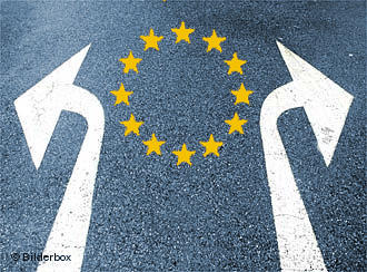EU emblem on a road with traffic arrows pointing in opposite directions