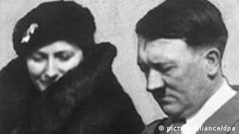 Hitler em 34, com a então chefe de Bayreuth, Winifried Wagner