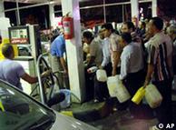 دولت بیم  دارد که کمبود بنزین مانند ۳ سال پیش که افزایش قیمت بنزین و  نظام  سهمیهبندی اعمال شد، به ایجاد نارضایتی بیانجامد