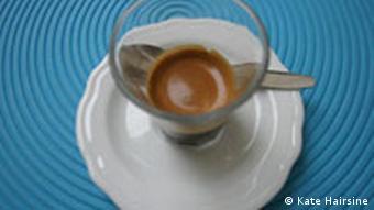 Un café en B, comme bicchiere.