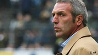 Ex-Trainer Ernst Middendorp