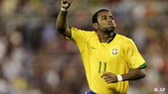 Robinho im Nationaltrikot Brasiliens (Archivfotos) (AP Photo/Natacha Pisarenko)