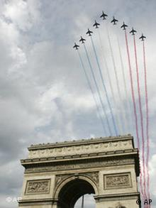 Frankreich Nationalfeiertag - Jets über Triumphbogen