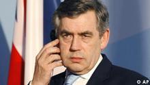 Der britischen Premierminister Gordon Brown informiert am Montag, 16. Juli 2007, die Medien auf einer Pressekonferenz mit Bundeskanzlerin Angela Merkel