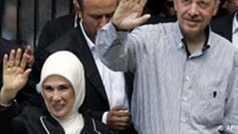 Recep Tayyip Erdogan and Emine Erdogan waving to the cameras.